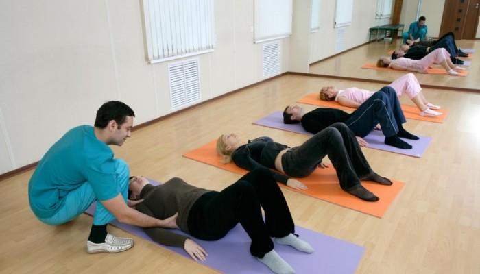 gimnastika-pri-pojasnichnoj-gryzhe-pozvonochnika1