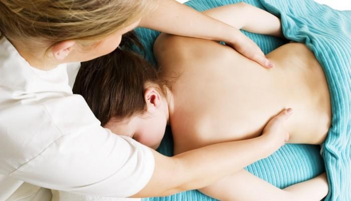 massazh-pri-skolioze