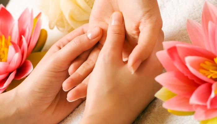 Massazh-kisti-i-paltsev