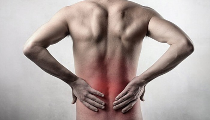 Изображение - Контузия костного мозга коленного сустава simptom_boli_v_poysnice-700x400